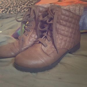Qupid 8 boots, quilted brown wool accent
